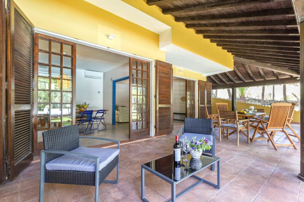 Domus 81 luxury villa loggiato